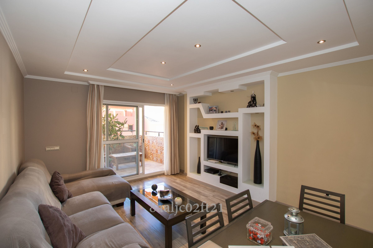 Family apartment for sale with 3 exterior bedrooms and 2 full bathrooms with bathtubs and in excelle,Spain