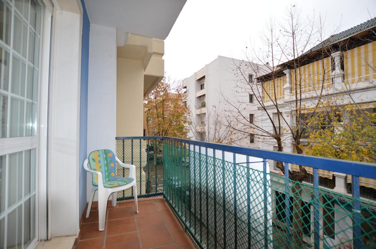 Marbella Banus Apartamento Planta Media en Venta en Marbella – R3667433