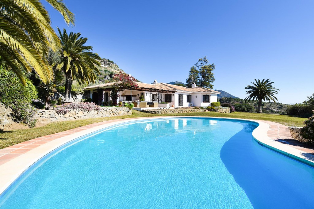 spacious villa with private pool where you can enjoy and relax with your family or friends. Peace, s,Spain