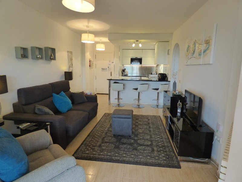 3rd floor one bedroom apartment walking distance to all amenities including the very popular Luna Be,Spain