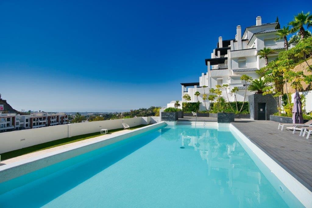 Located just of the Ronda Road at only minutes drive from golf clubs, restaurants & shops this l,Spain