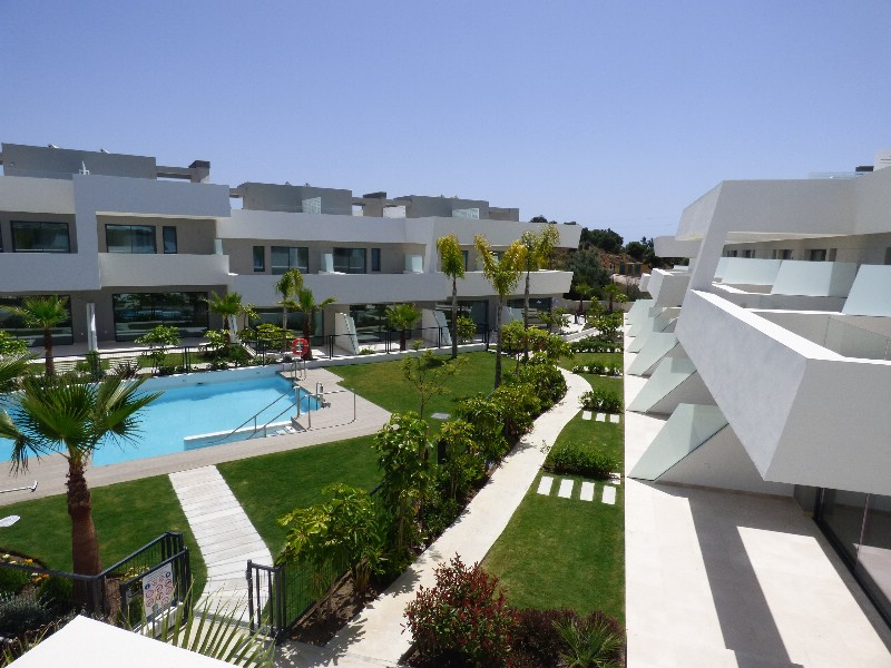Modern style spacious townhouse located on a project of 48 luxury townhouses set on an elevated plot,Spain