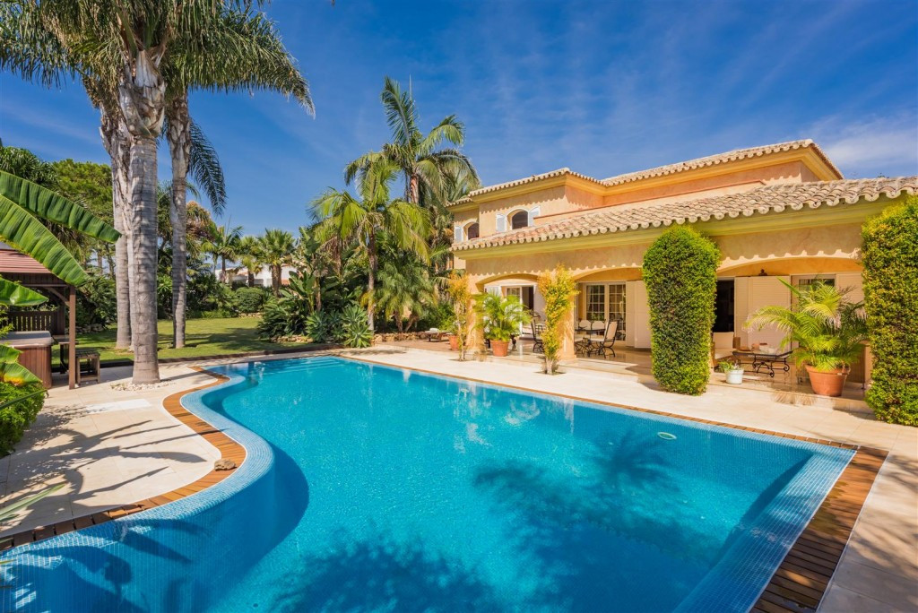 2 houses on plot of 2.000 m2!! Fabulous 2 nd line beach villa in one of the most sought after urbani,Spain