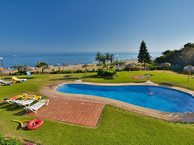 20 m from the sea, 25 m from the beach, direct access to the beach, in a cul-de-sac,  garden with la,Spain