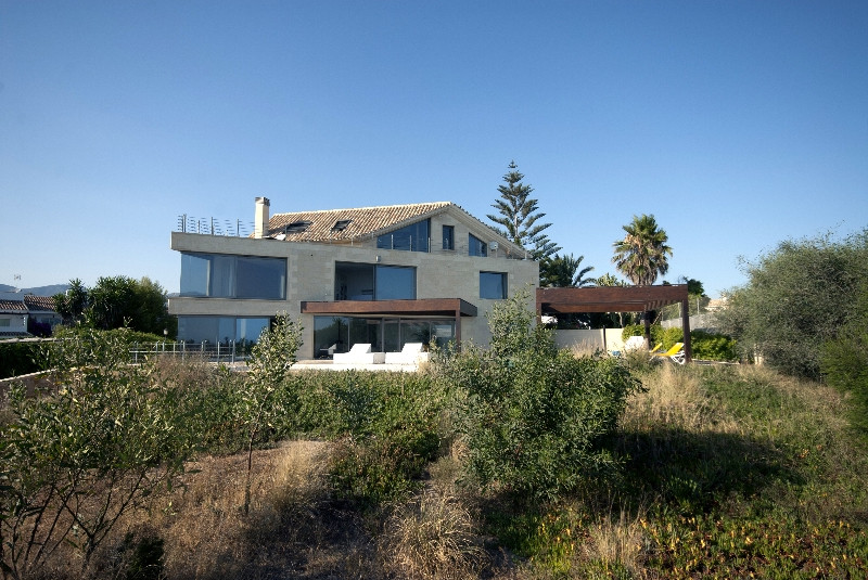 Stunning 5 Bed 5 bath contemporary Villa on first line of the beach in East Marbella. This unique so, Spain