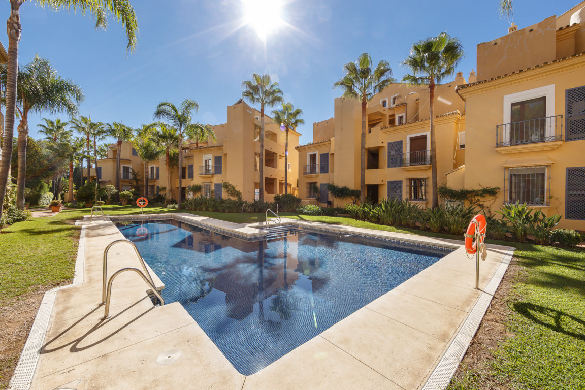 This beautiful duplex penthouse located in a luxury development in Nagueles is a real opportunity to, Spain