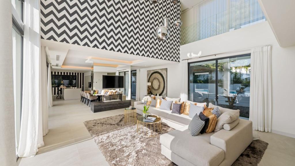 Villa en Venta en Marbesa – R3308407