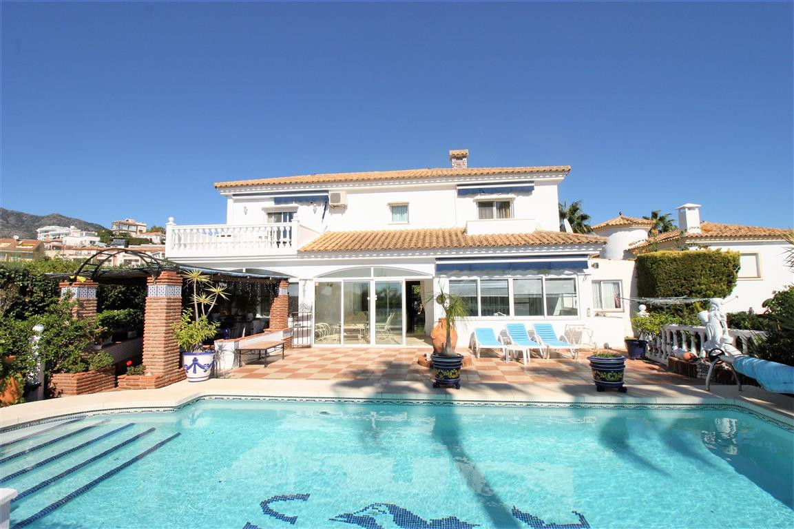 Impressive villa in with fantastic views to the sea and the bay of Fuengirola. Easy maintained garde, Spain