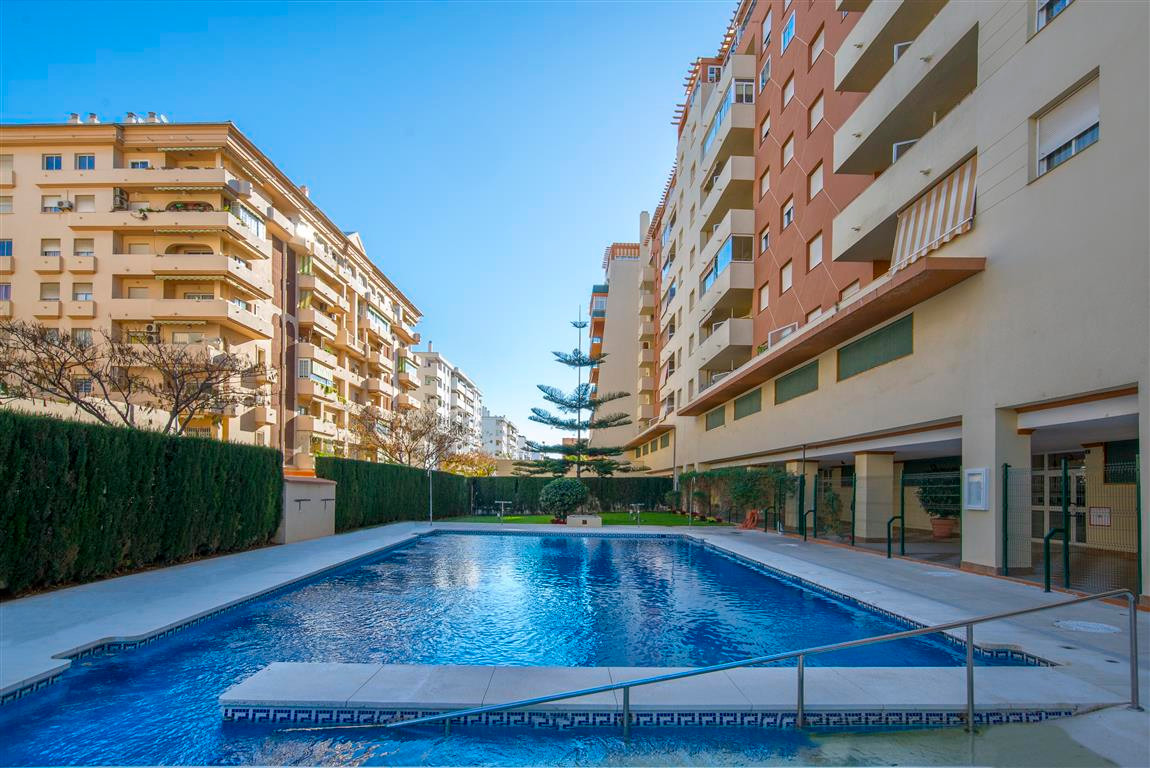 Spacious apartment in the Fairground area, near the plaza de la hispanindad, with 3 bedrooms and two,Spain