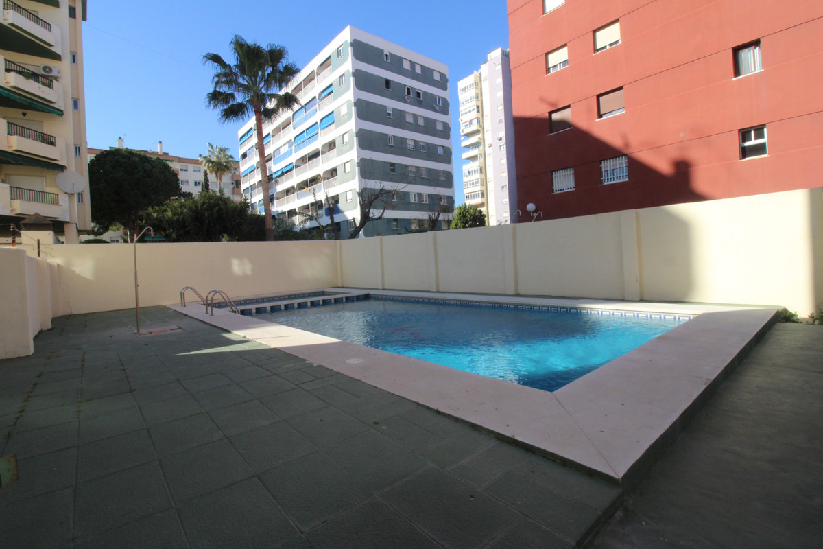 Apartment very well situated, next to the centre, with three bedrooms, 1 bathroom, large kitchen, te, Spain