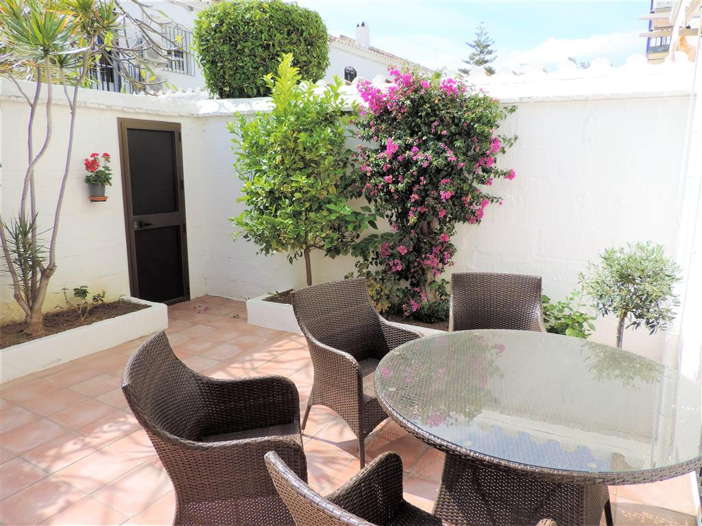 Sunny townhouse with character and charm, located in a privileged area, Pueblo Lopez, one of the bes,Spain