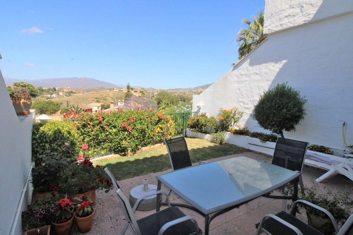 Nice townhouse with great potential. Needs reform, but very cozy with independent living room and di,Spain