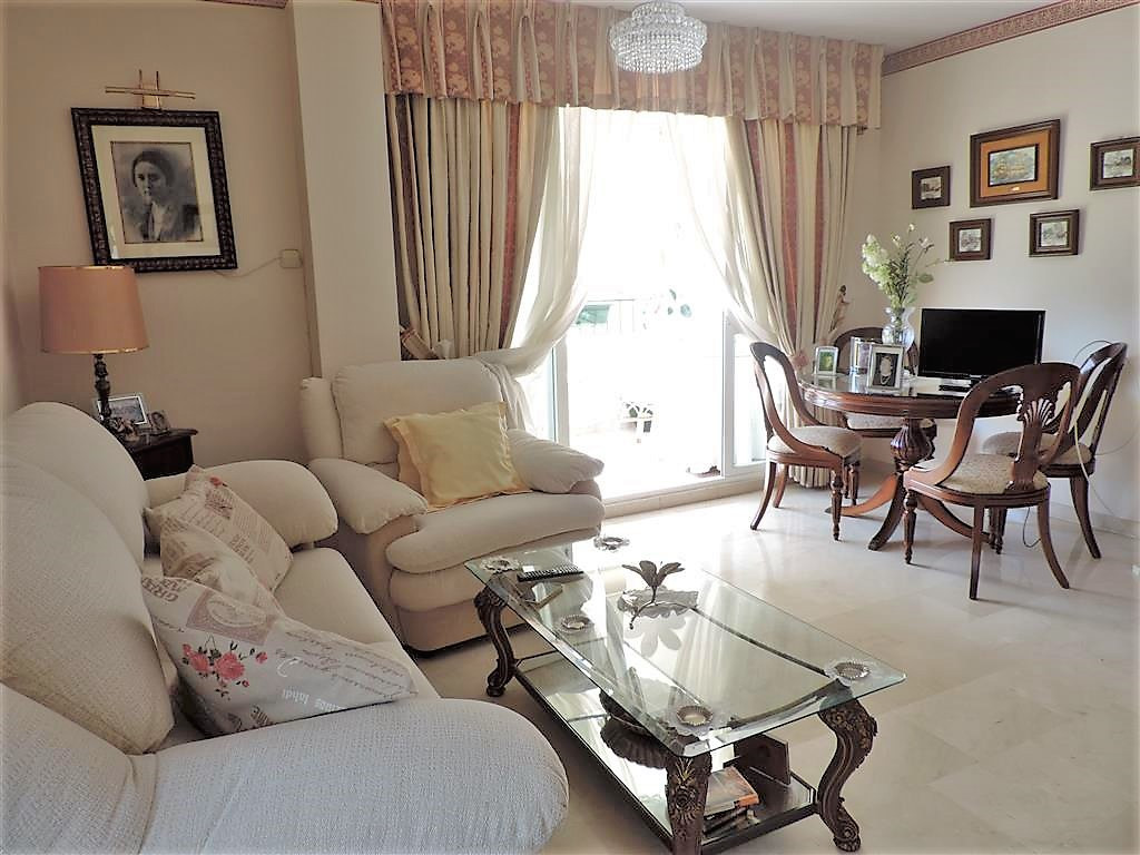 Unique opportunity to purchase a 2 bedroom 2 bathroom apartment in the centre of Fuengirola! Nice li,Spain