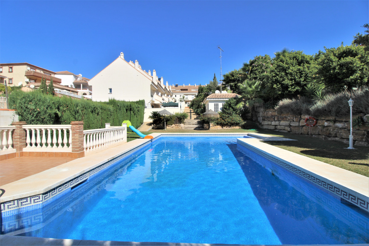 Nice townhouse in El Lagarejo, very close to the town of Fuengirola. A small urbanization with few h, Spain