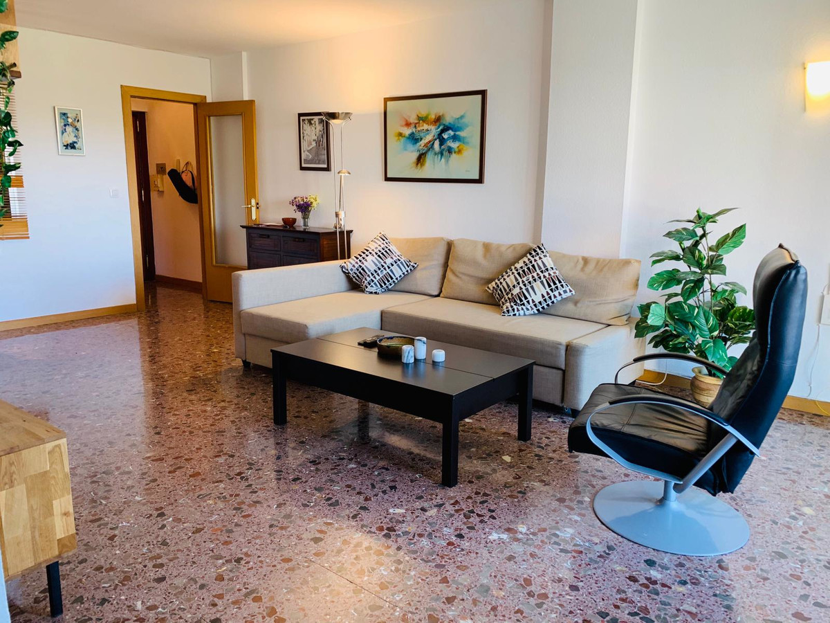Spacious and bright apartment located next to all services in Los Boliches. At present there are 2 d,Spain