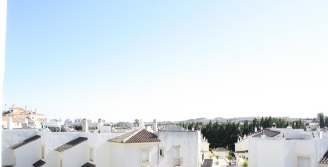 BEAUTIFUL SPACIOUS TOWNHOUSE ON 3 FLOORS WITH 3 BEDROOMS. ATTIC WITH TERRACE, 2 BATHROOMS, 1 TOILET,, Spain