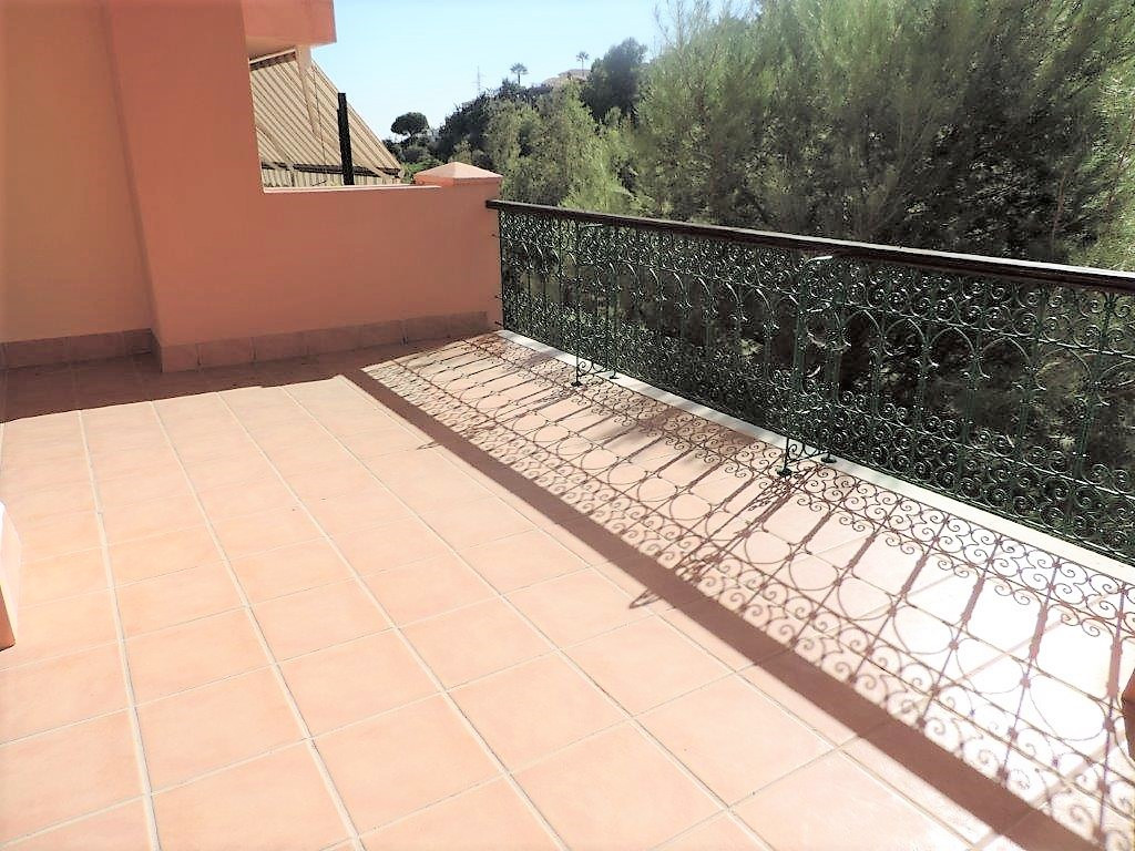 Very spacious and bright apartment with 2 bedrooms, 2 bathrooms, one of them en suite, large terrace, Spain