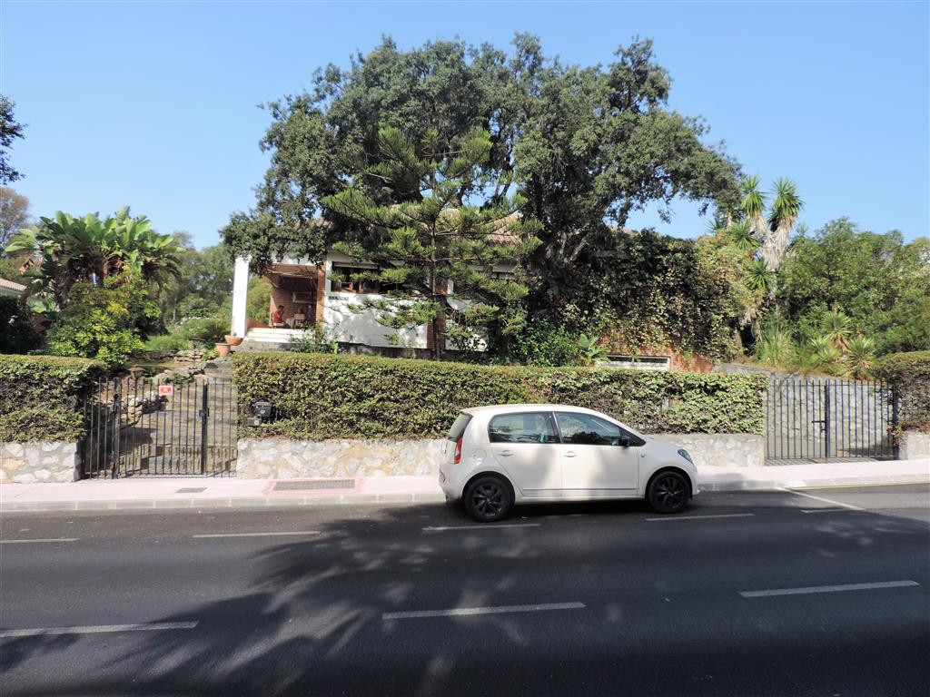 Large villa for sale in Calahonda very close to commercial centre, supermarkets, public transport an, Spain