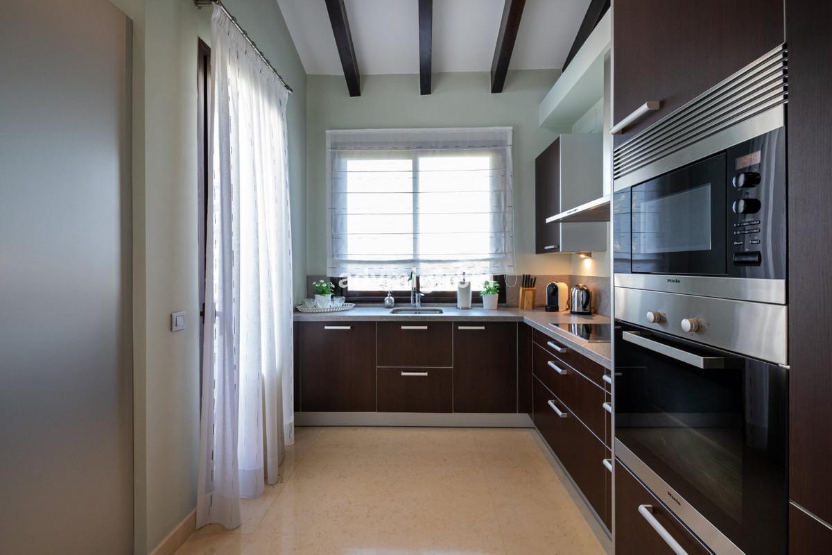 R3648779 | Penthouse in Benahavís – € 1,040,000 – 3 beds, 3 baths