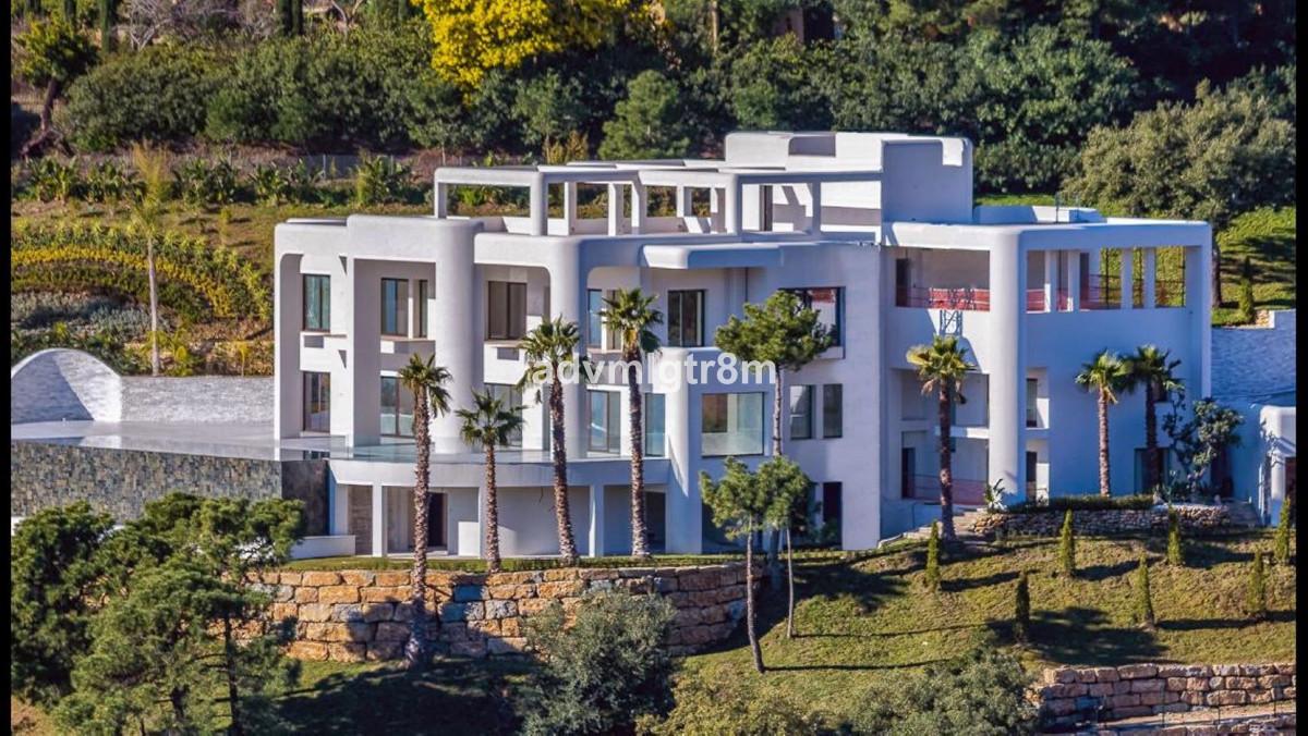 Detached Villa for sale in La Zagaleta R3574786