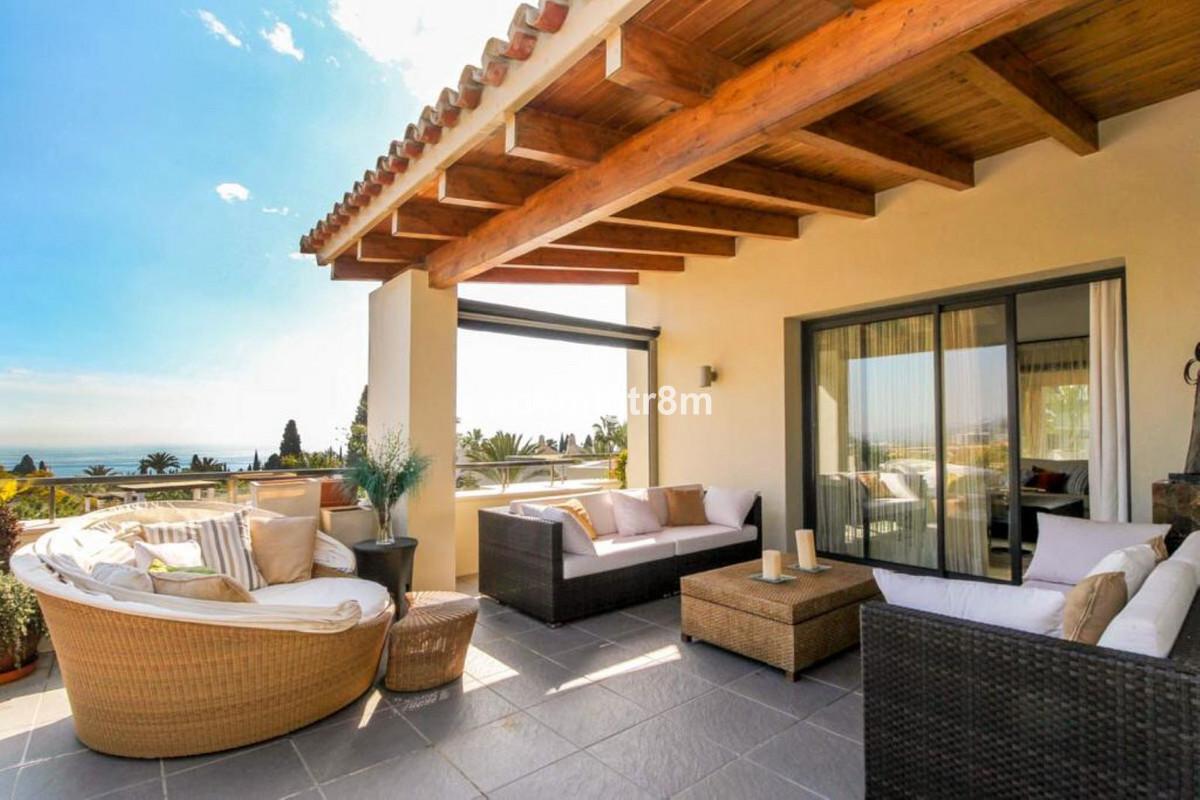 House in Sierra Blanca R3517561 1