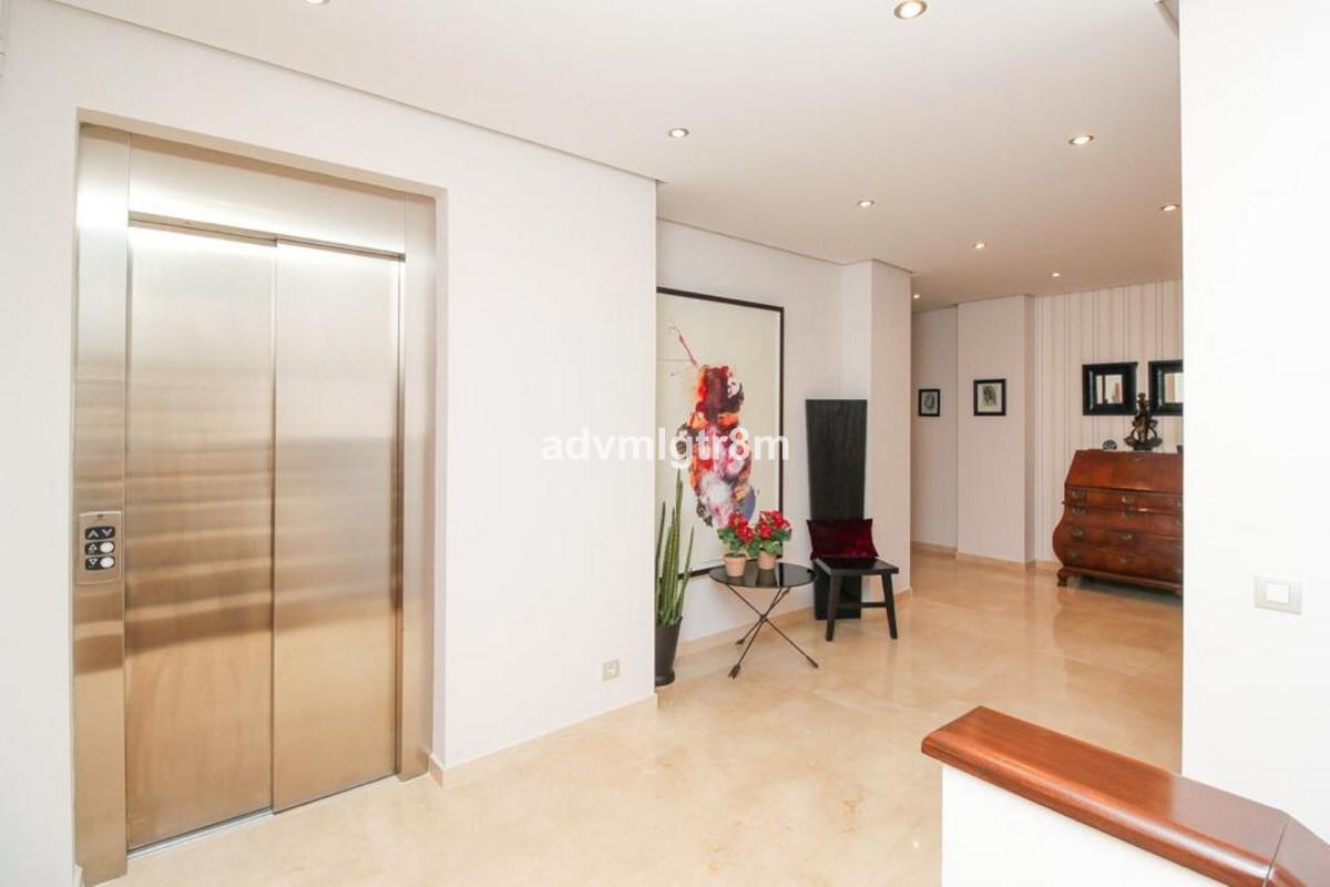 House in Sierra Blanca R3517561 20
