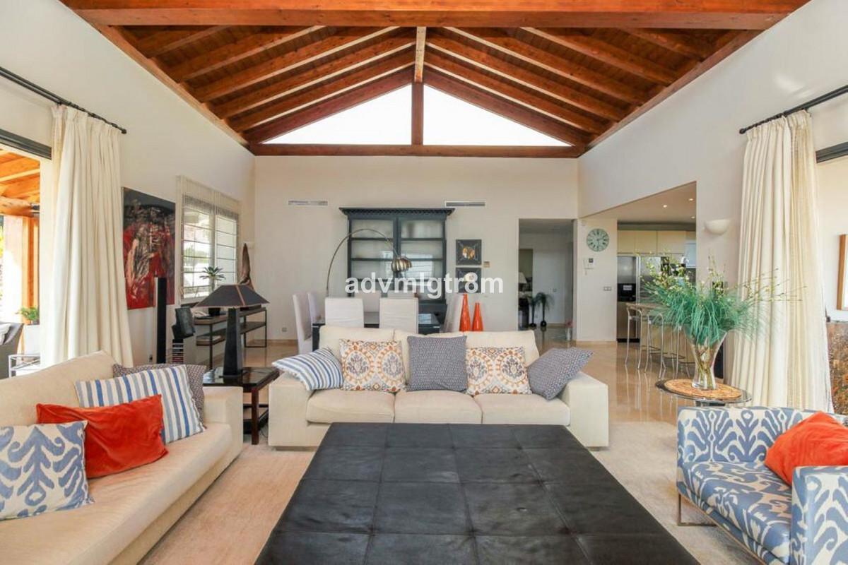 House in Sierra Blanca R3517561 3