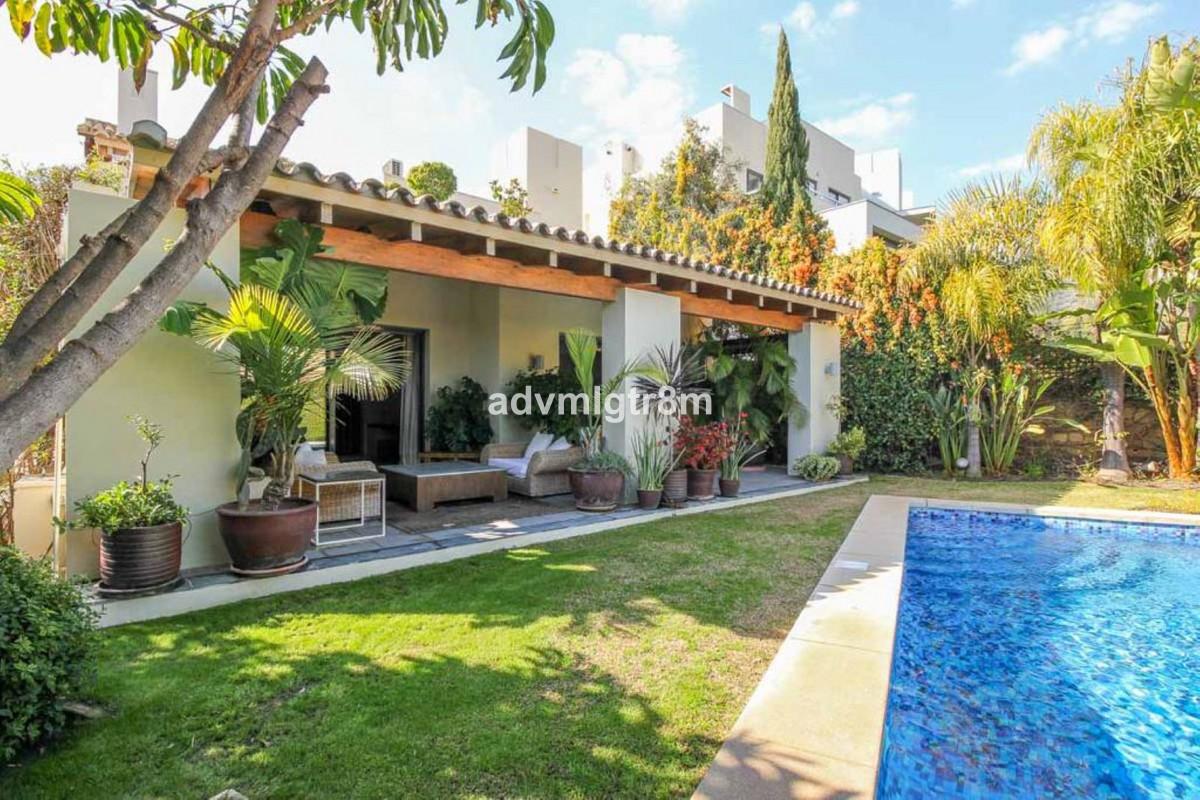 House in Sierra Blanca R3517561 33