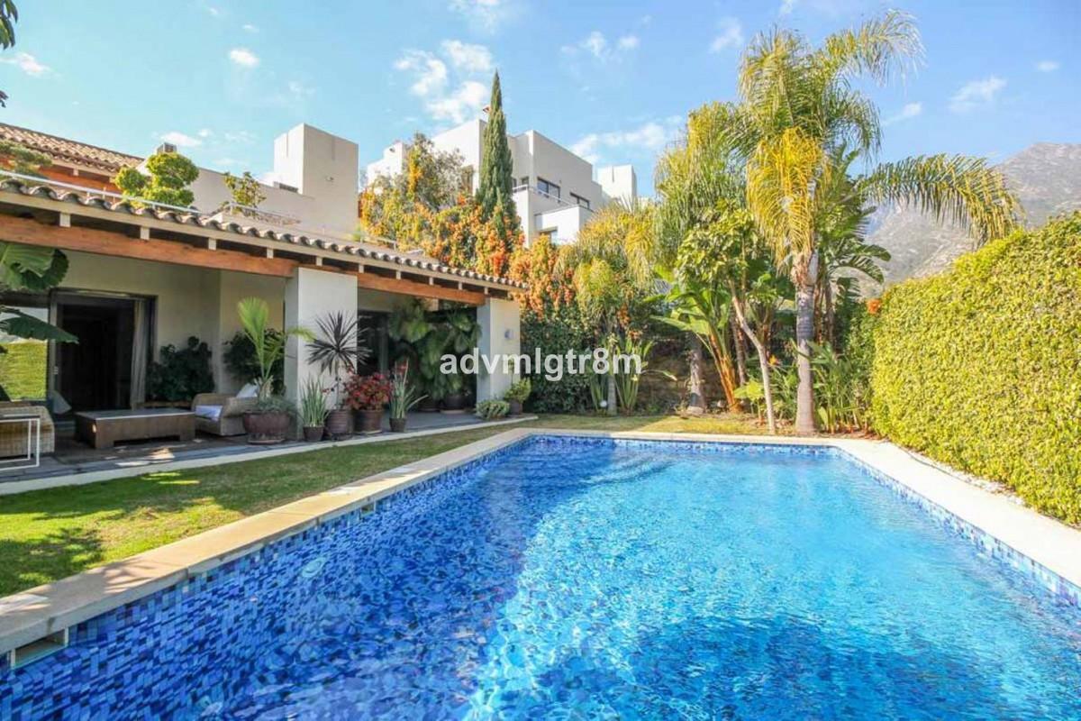 House in Sierra Blanca R3517561 43
