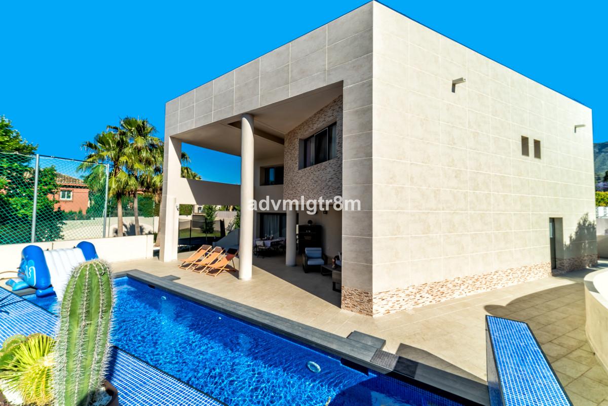 Villa  Independiente en venta   en Marbella