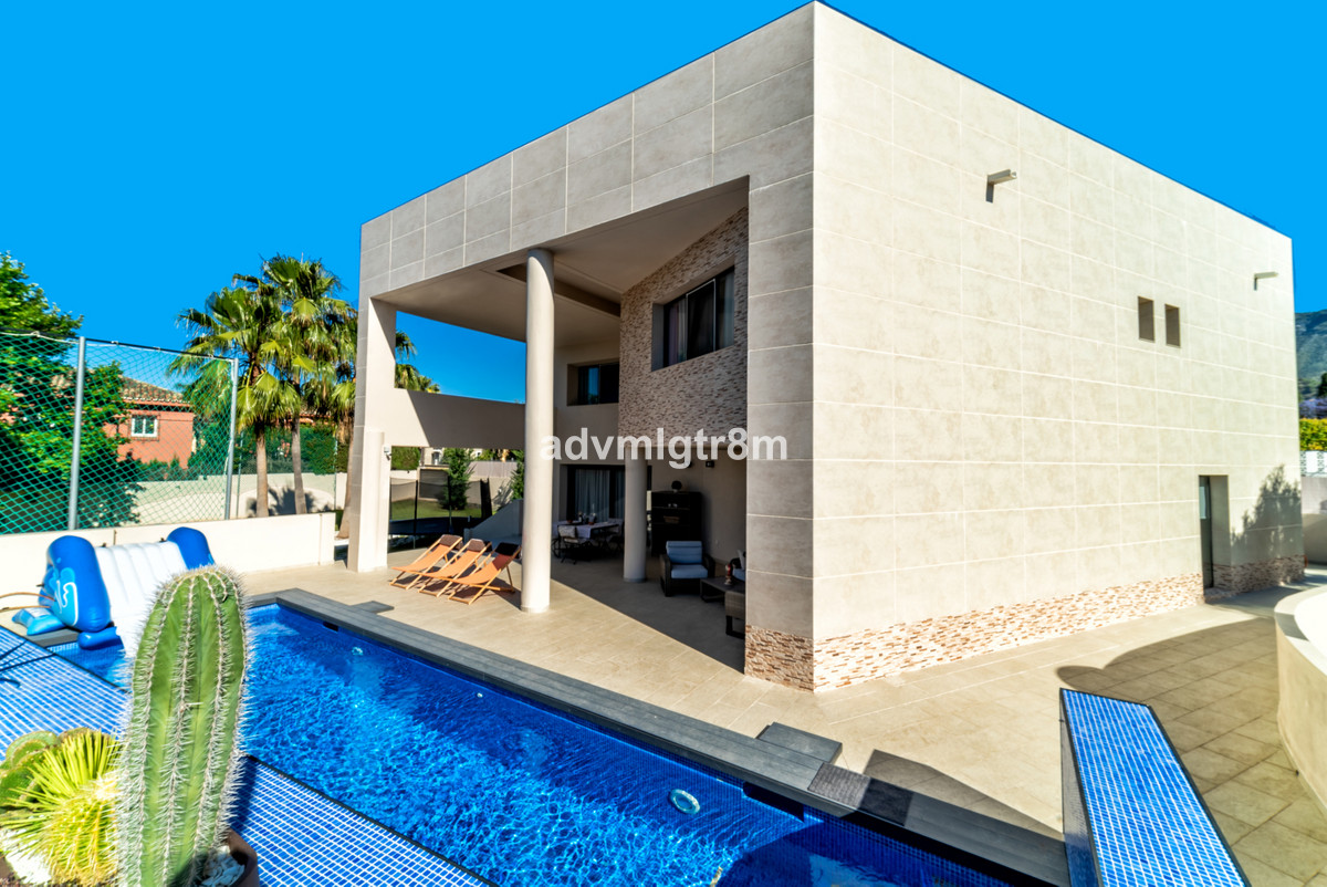 Detached Villa, Marbella, Costa del Sol. 5 Bedrooms, 3 Bathrooms, Built 407 m 2;, Terrace 100 m 2;, , Spain