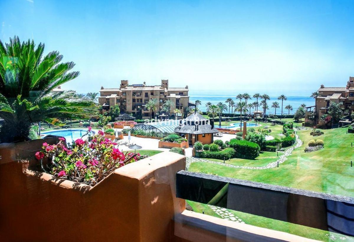 Top Floor Apartment, Estepona, Costa del Sol. 3 Bedrooms, 3 Bathrooms, Built 236 m 2;, Terrace 47 m ,Spain