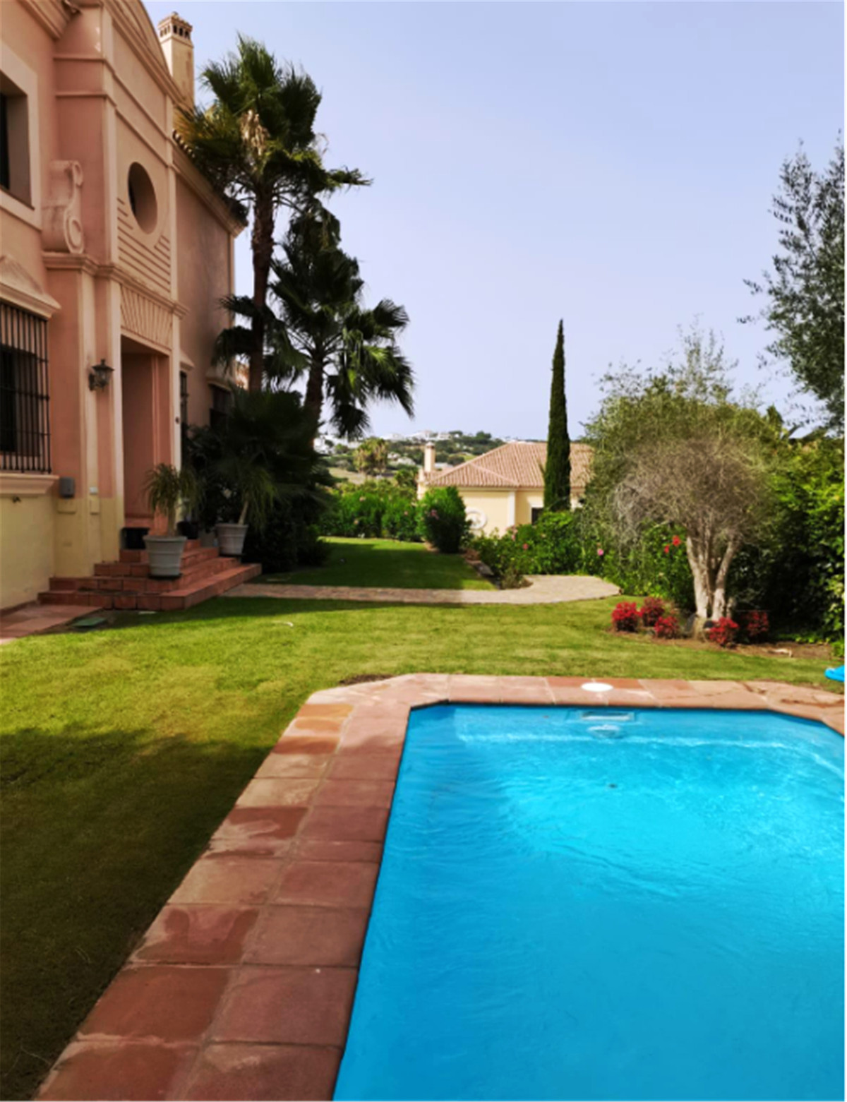 LUXURY 4 BEDROOM Villa ...   Fantastic  beautiful private villa in the area of Almenara in Sotogrand, Spain