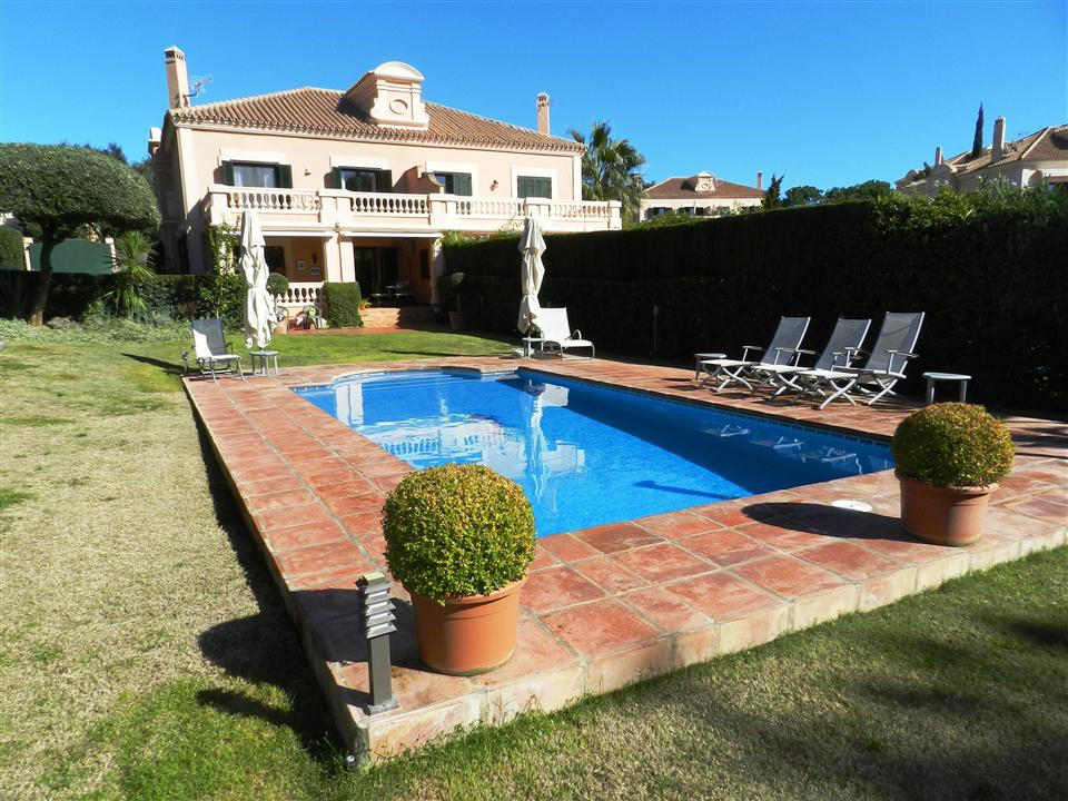 Fantastic opportunity to acquire this beautiful townhouse in the area of Almenara in Sotogrande and , Spain