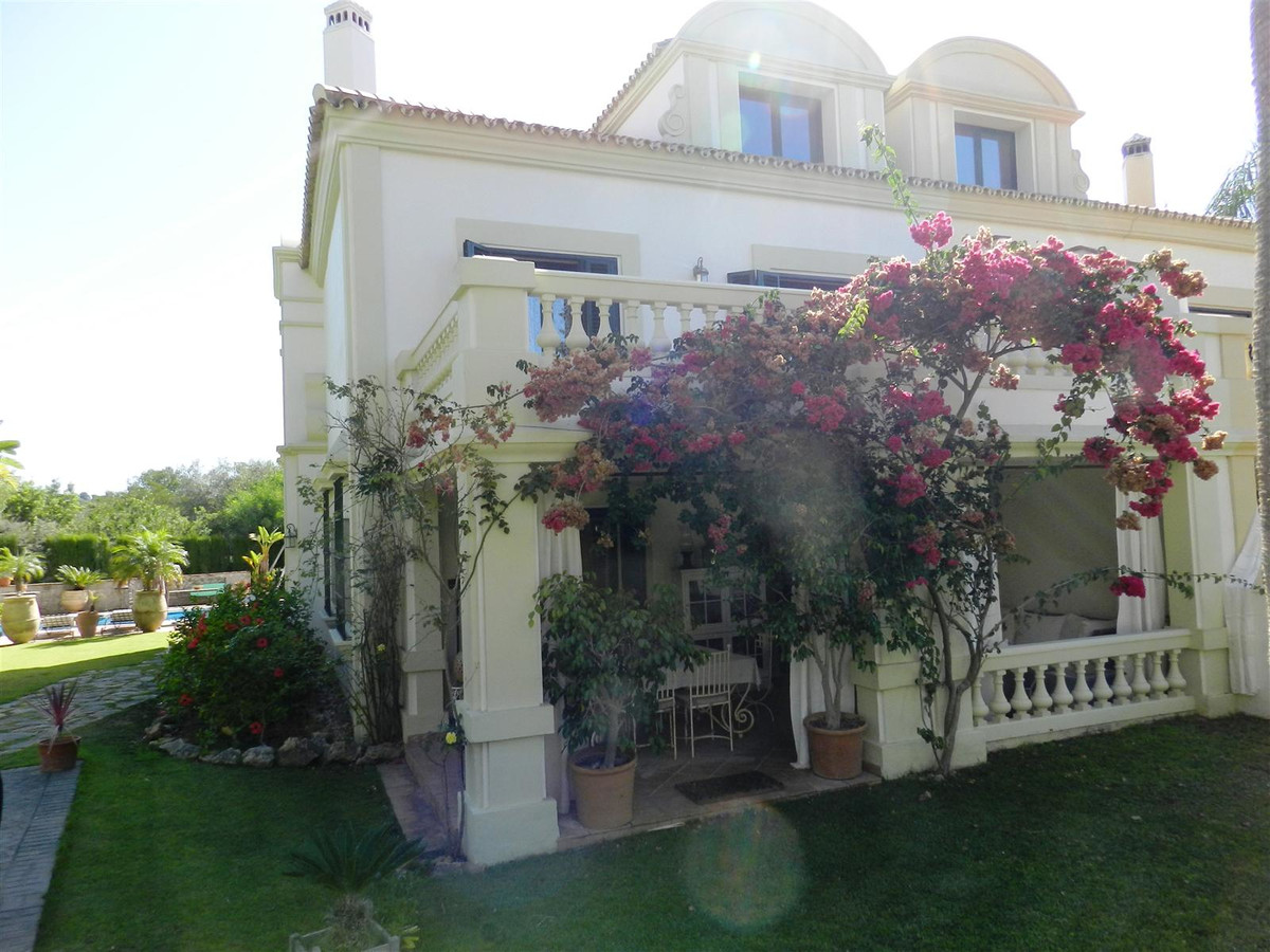 Fantastic opportunity to acquire this beautiful townhouse in the Almenara area in Sotogrande and wit,Spain