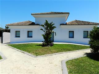PRECIOUS FINCA IN SAN ENRIQUE Finca with a land of an area of 950,000 m2, and a constructed area of , Spain