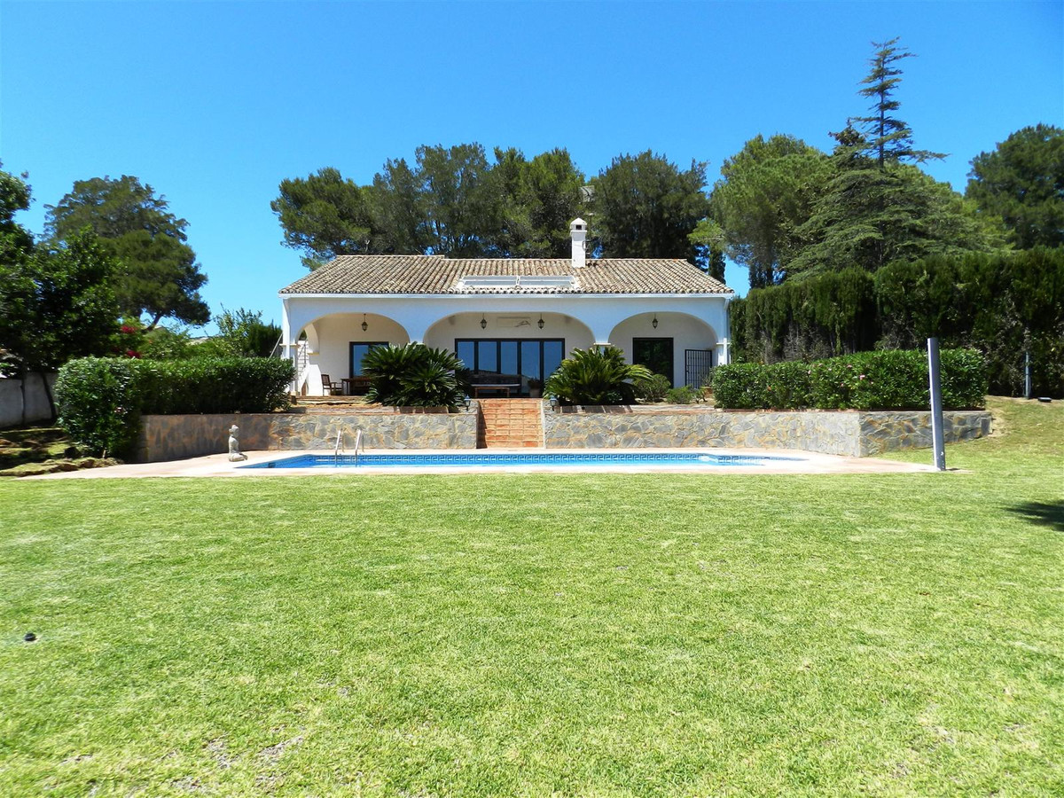 Charming villa with an elegant and functional design, facing south and in the exclusive zone of Soto, Spain