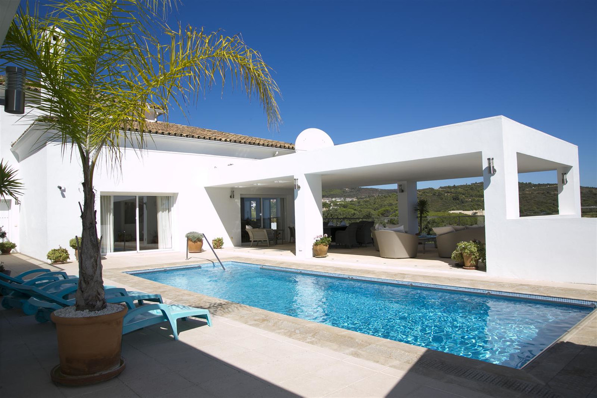 Fantastic opportunity to acquire this beautiful private villa in the area of Sotogrande Alto and wit,Spain