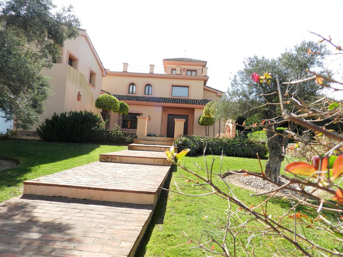LUXURY DETACHED 6 BEDROOM VILLA....   Fantastic opportunity to purchase this beautiful private villa, Spain
