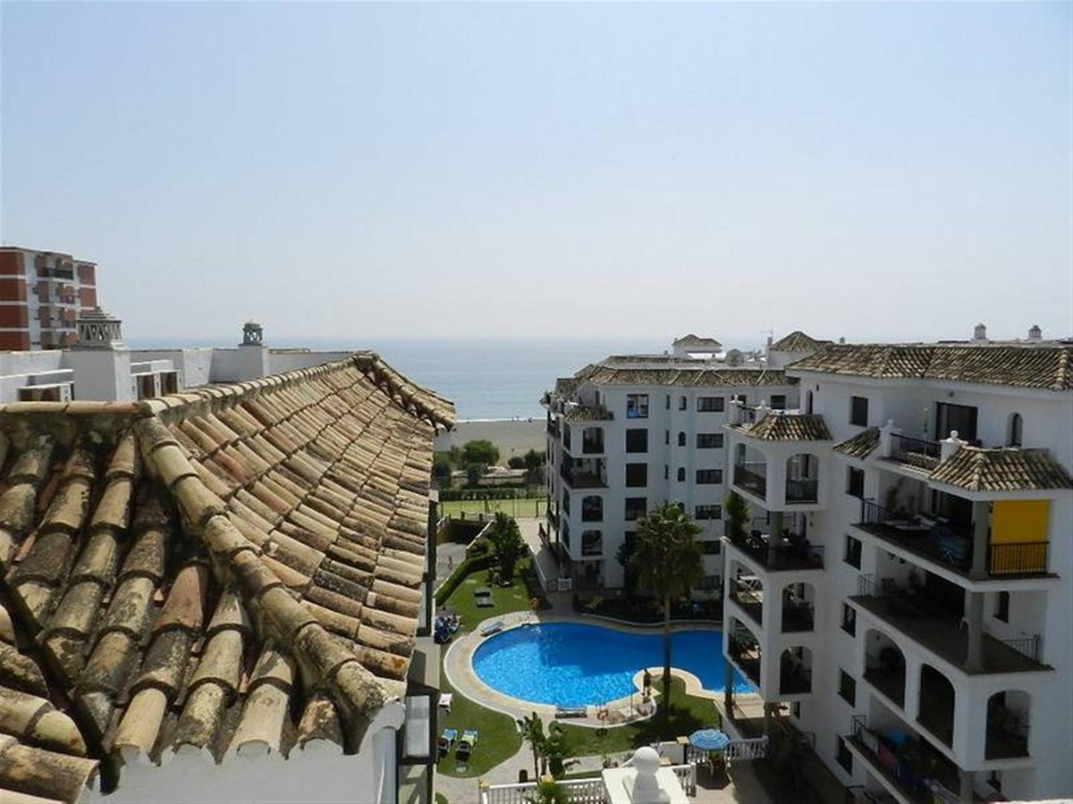 Private urbanization at the foot of the beach, with 4 swimming pools, 2 paddle tennis courts, gym an, Spain