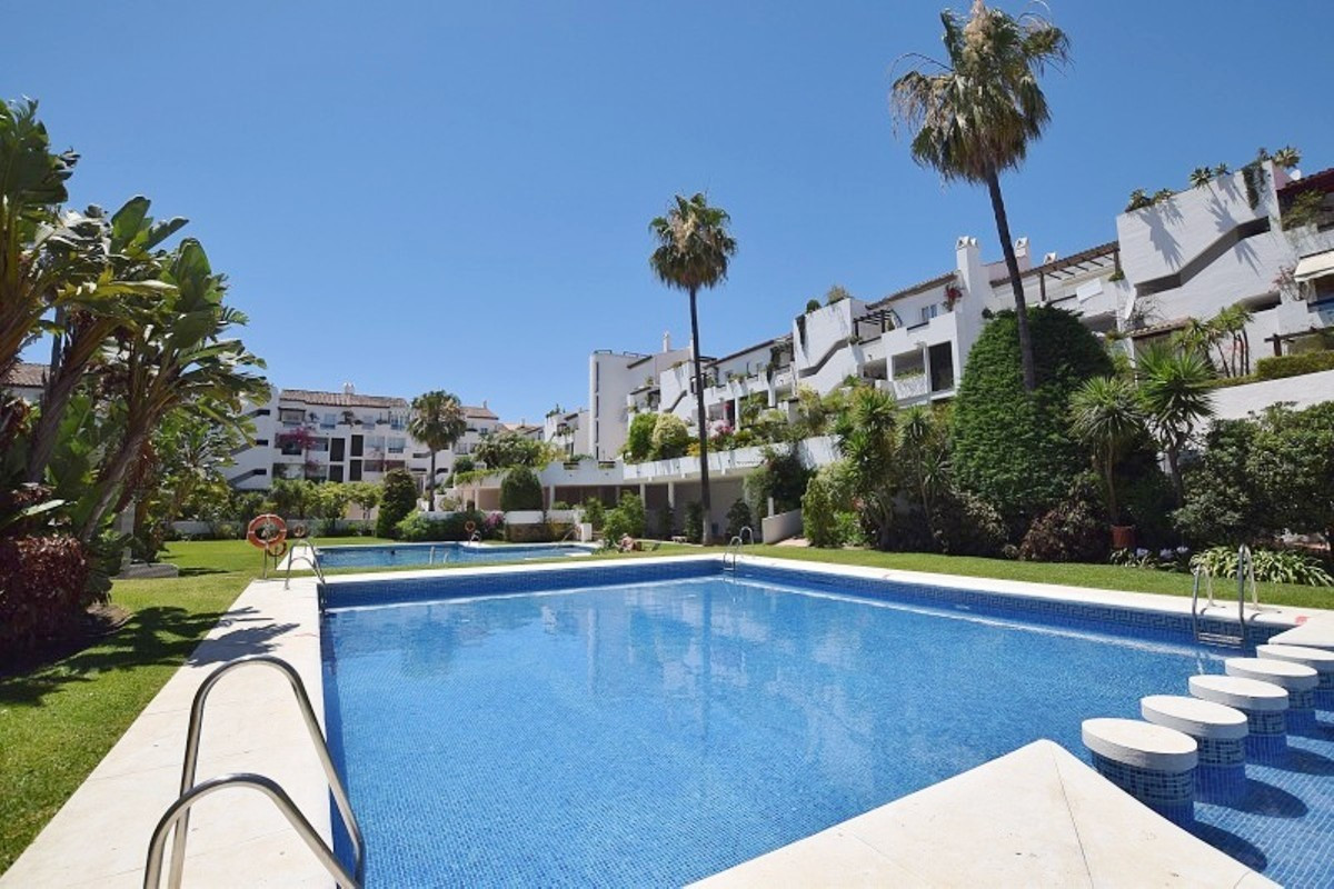 Spacious ground floor apartment with classic and elegant design. It has a private garden with privat, Spain