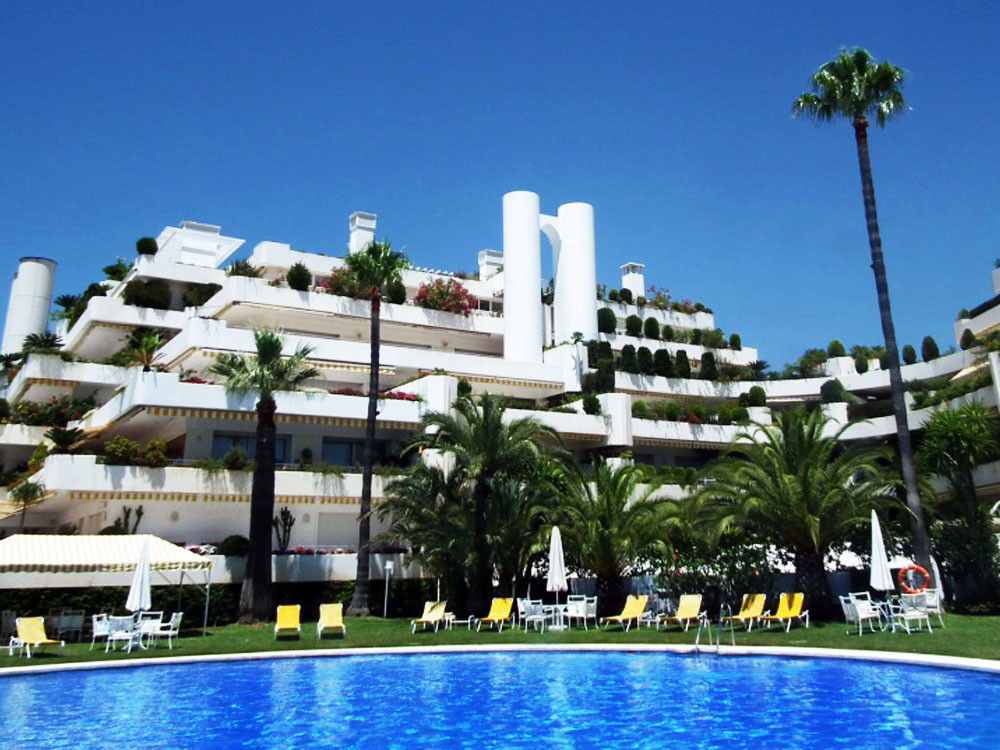 Price reduced from €800.000 - Urgent price! This luxury ground floor apartment for sale in Marbella , Spain