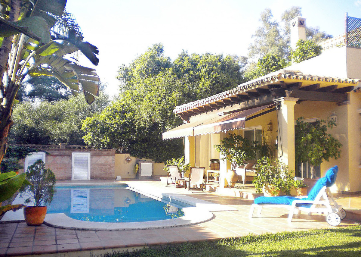 Exclusive / Residential area This luxury villa in Elviria is beachside and has 3 bedrooms and 3 bath,Spain