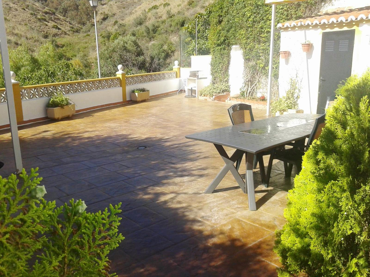 FANTASTIC TOWNHOUSE situated in a peaceful area surrounded by nature in East of Marbella. 3 bedrooms, Spain