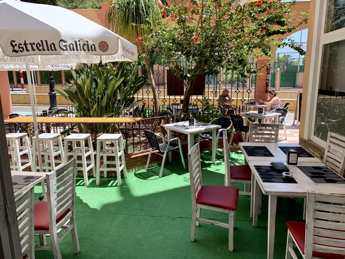 TRANSFER OF BUSINESS LEASE - Bar / Cafe in the heart of Marbella a well established business for man, Spain