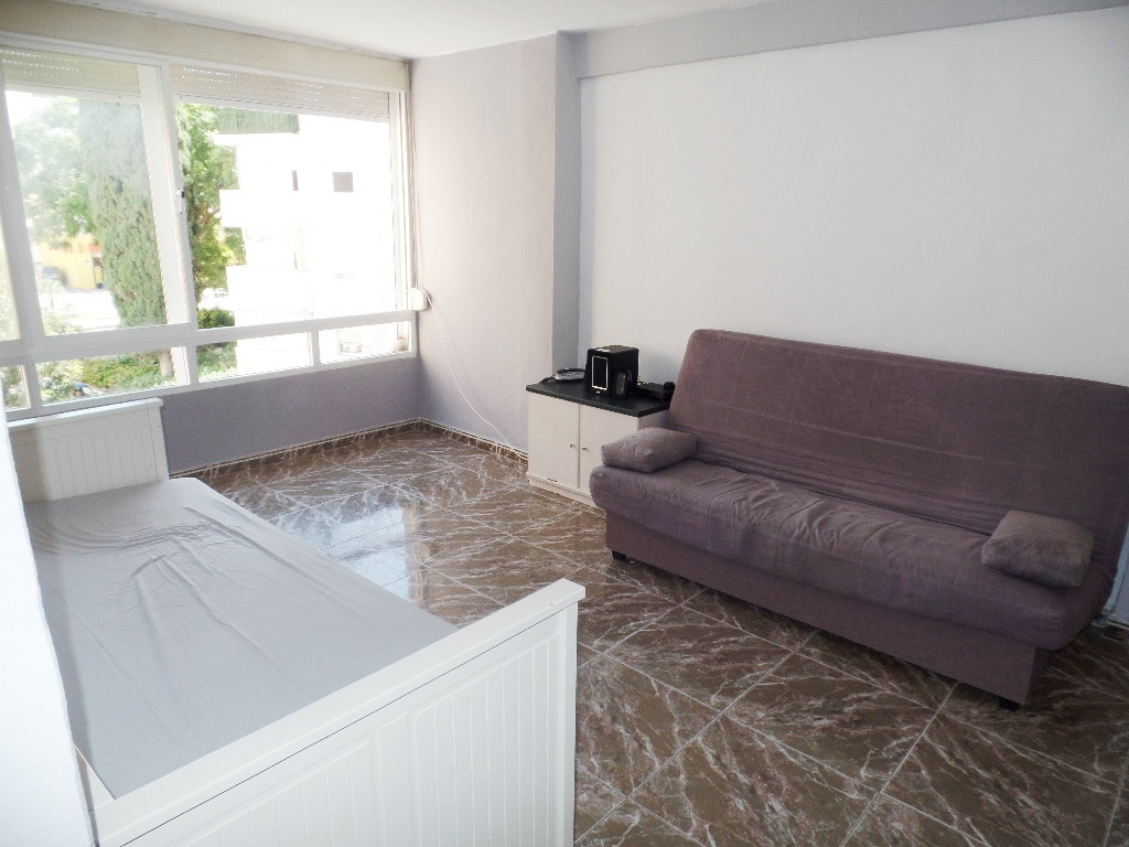 Bright 3 bedroom apartment that enjoys a great location in the centre of Estepona. The property is p,Spain