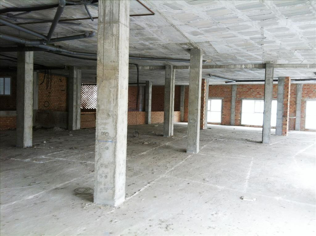 Commercial for investors in San Pedro de Alcantara, on the emblematic boulevard. This spacious Comme,Spain