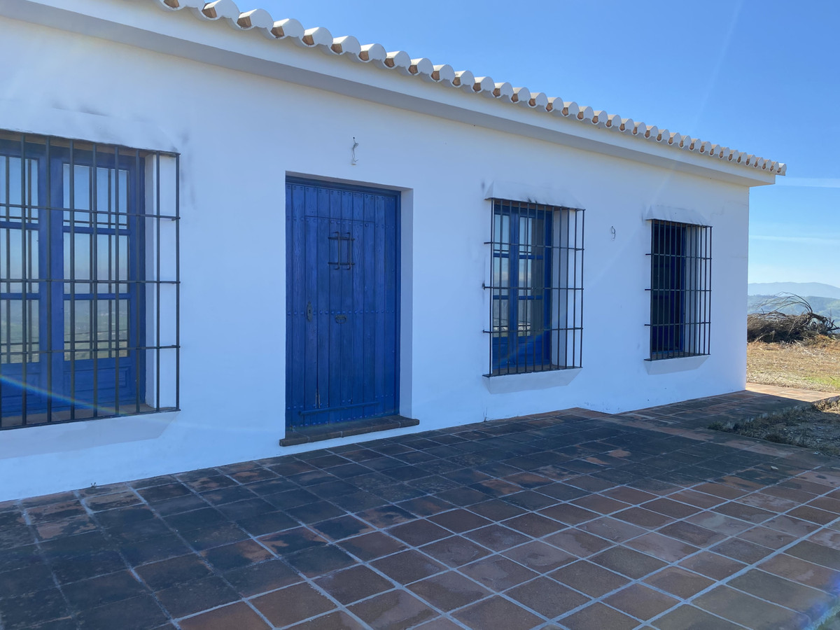 Fabulous farm in Alora, in a privileged environment you will enjoy its more than 40,000 square meter,Spain