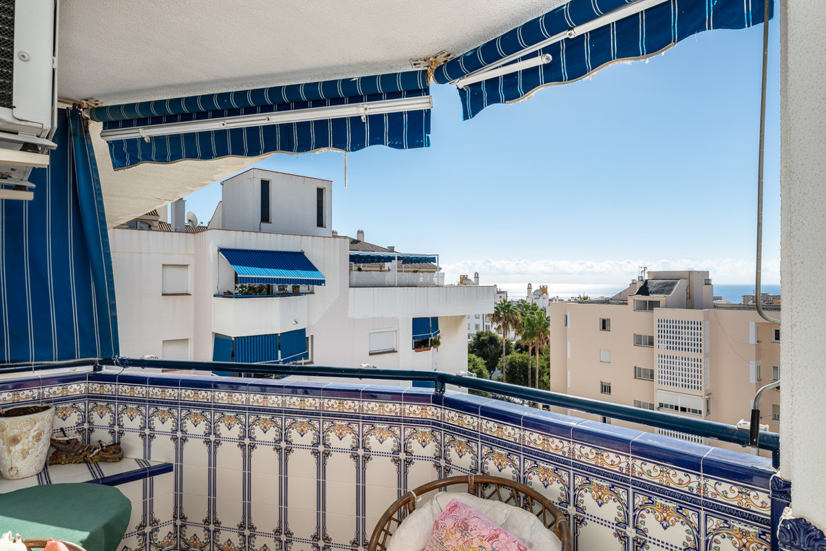 Beautiful and spacious apartment on Avenida Inmaculada Concepcion. Very quiet building, only two apa,Spain