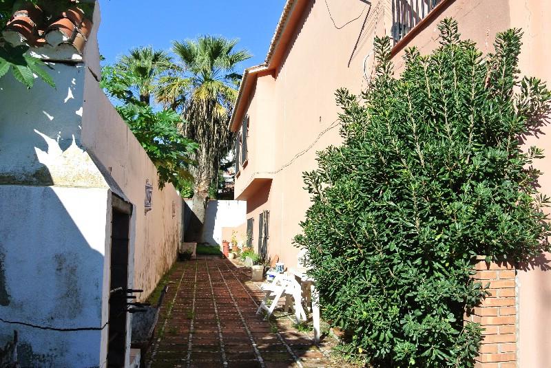 Villa en Venta en Nueva Andalucía – R2821697